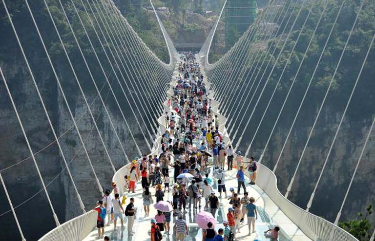 The world's longest and highest glass bridge, Zhangjiajie Grand Canyon Glass Bridge. [Photo: thepaper.cn] | en.people.cn | mb.com.ph