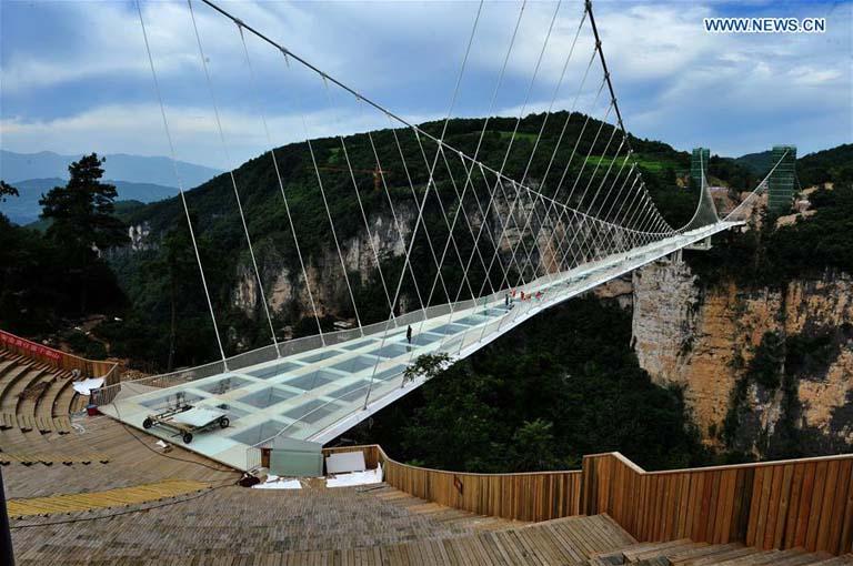 Zhangjiajie Grand Canyon Glass Bridge reopens to public