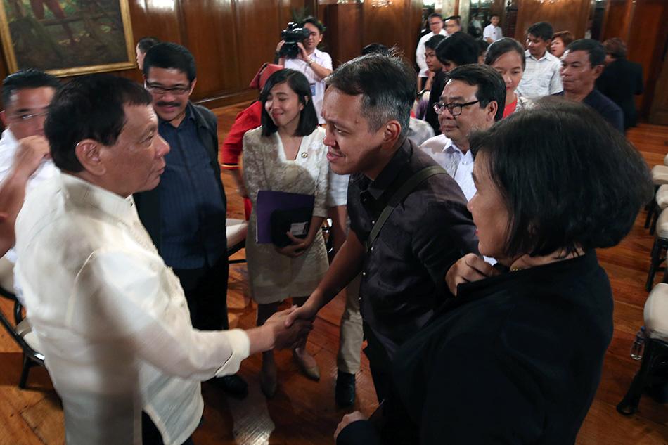 Duterte meets militants amid martial law extension plan