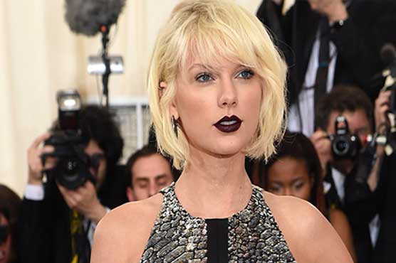 Taylor Swift goes gothic in new video