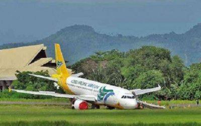 Eroplano sang Cebu Pacific nautod ang pakpak matapos naglapaw sa talamnan sa airport