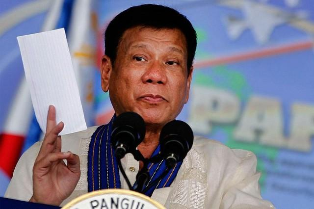 Duterte to cops: 'Yang smuggling-smuggling, OK na sana 'yan sa 'kin, 'wag lang droga