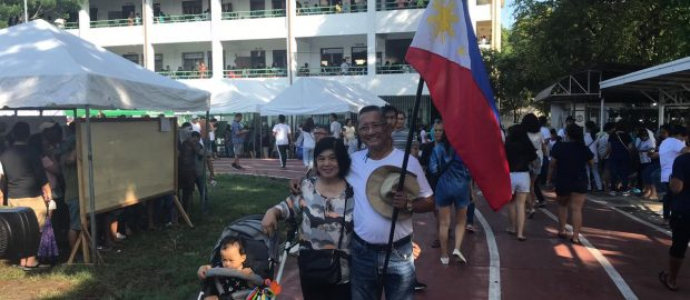 Man brings Philippine flag