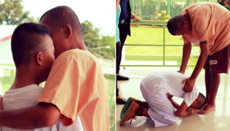Teen boy cries and bows to father during school visit to prison